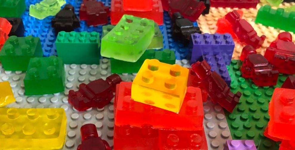 This image depicts cbd gummies that look like Lego pieces.